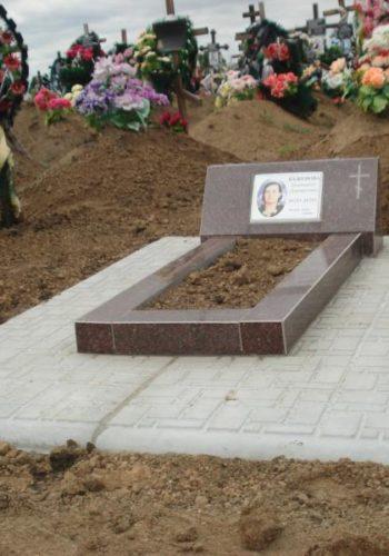 Противоусадочные плиты для памятника