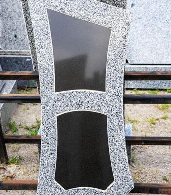 базальтовая табличка на памятнике фото